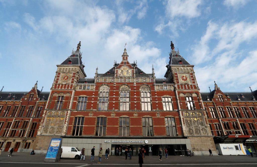 Estação de trem. Amsterdam Centraal